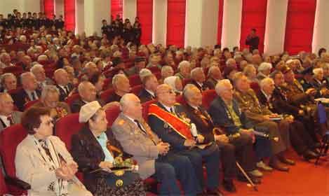 Ветераны в зале Дома Офицеров