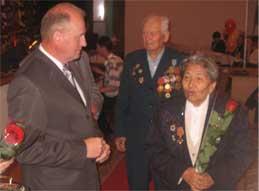На церемонии вручения памятной медали